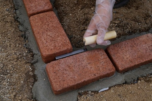 diy-make-a-flower-bed-with-bricks-05
